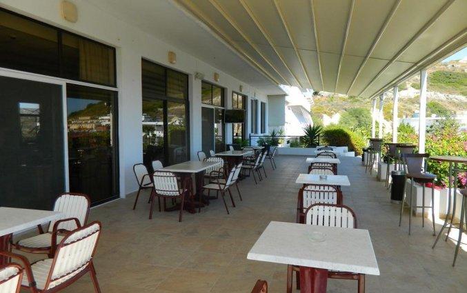 Terras van hotel Telhinis op Rhodos