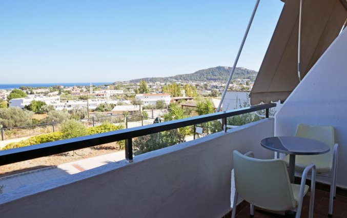Balkon van een tweepersoonskamer van hotel Telhinis op Rhodos
