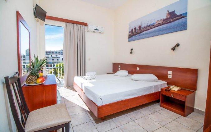 Tweepersoonskamer met tweepersoonsbed hotel Filmar Rhodos