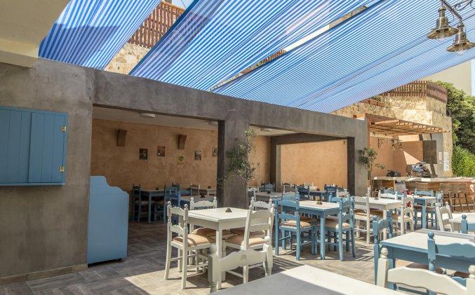 Terras van Hotel Kipriotis Adults Only op Rhodos