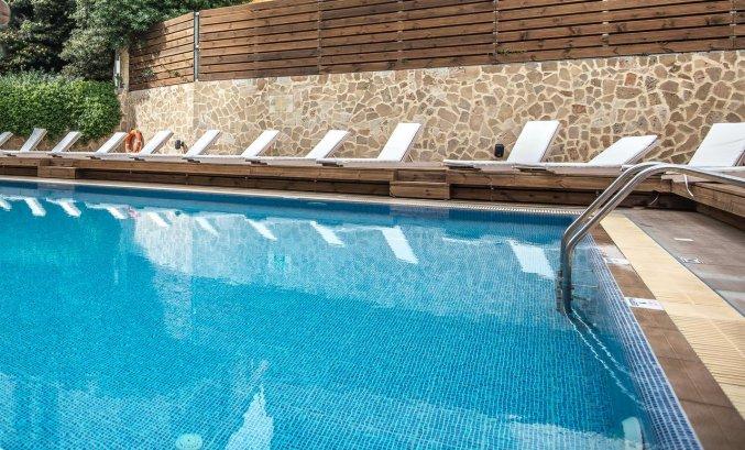 Buitenzwembad van Hotel Kipriotis Adults Only op Rhodos