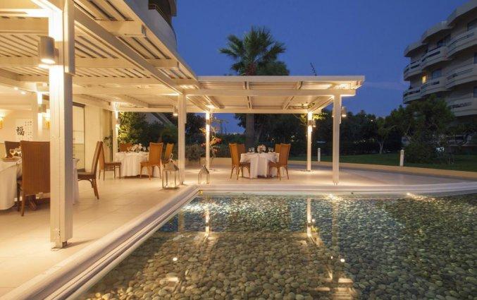 Buitenzwembad en terras van hotel Electra Palace Rhodos