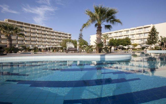 Buitenzwembad van hotel Electra Palace Rhodos