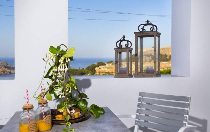 Balkon van Appartementen Lindos Portes op Rhodos