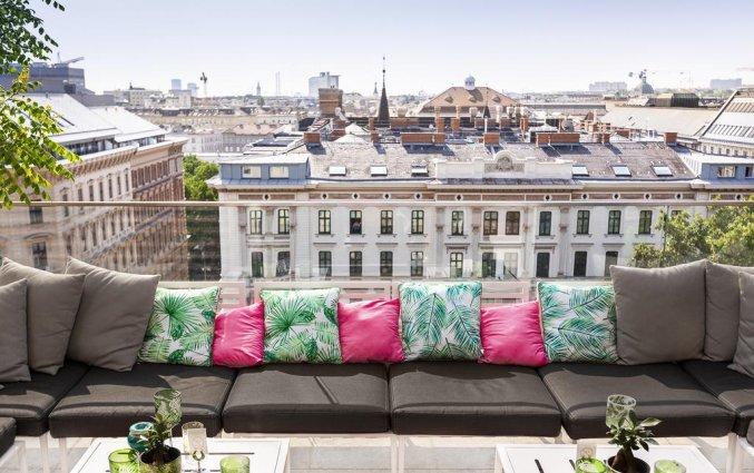 Lounge op het dakterras met uitzicht in hotel Grand Ferdinand in Wenen