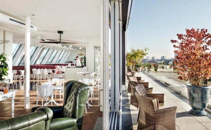 Restaurant op het dakterras van hotel Grand Ferdinand in Wenen