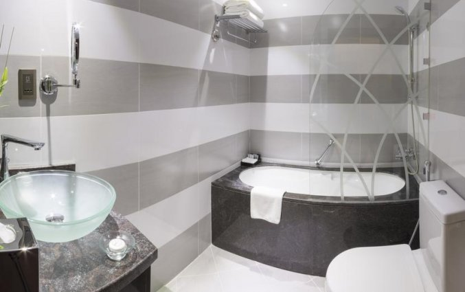 badkamer van deluxe kamer hotel Gevora in Dubai