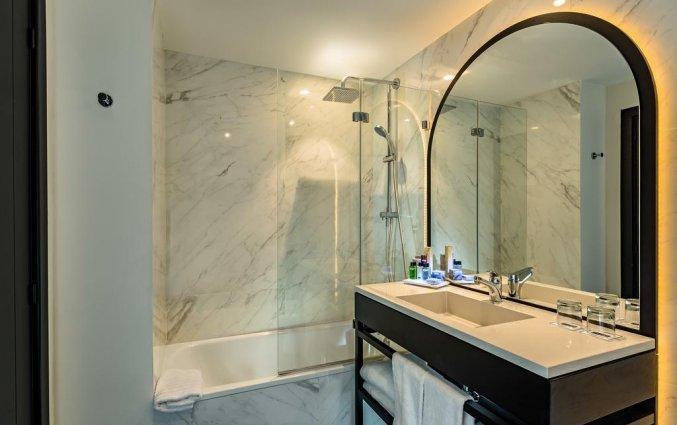 Badkamer van tweepersoonskamer van Hotel H10 Puerta de Alcala in Madrid