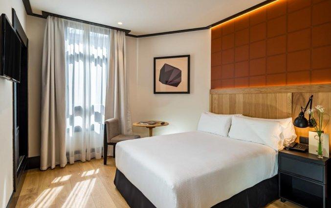 Tweepersoonskamer met tweepersoonsbed van Hotel H10 Puerta de Alcala in Madrid