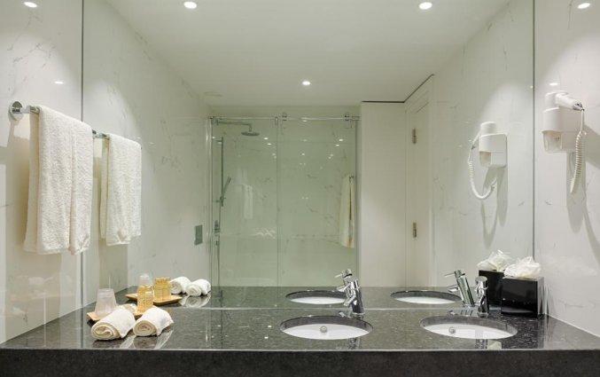 Badkamer van tweepersoonskamer van hotel Premium Porto Downtown in Porto