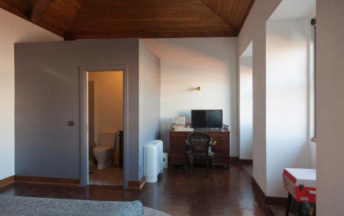Kamer met eigen badkamer van Buitenkant van Hostel & Suites The house of Sandeman stedentrip Porto