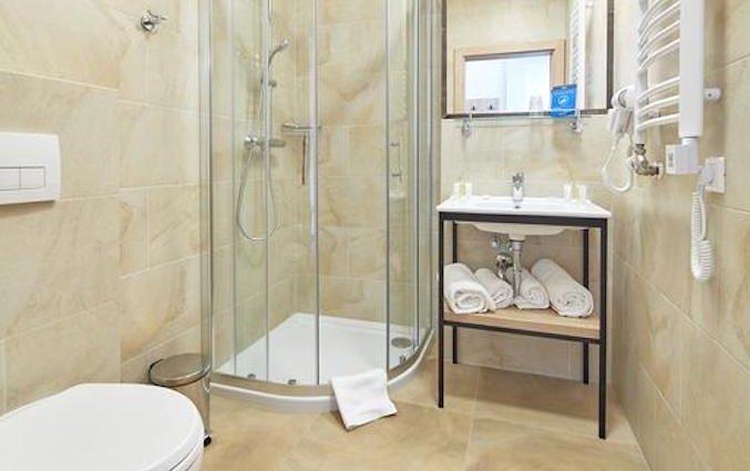 Badkamer van een Standaard tweepersoonskamer van hotel 32 Krakow Old Town in Krakau