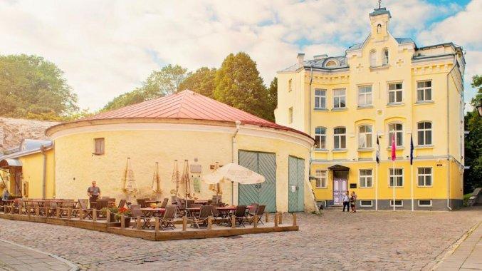 Buitenkant met een terras van Hotel Rija Old Town in Tallinn