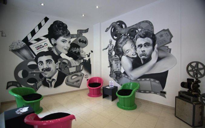 Lounge van hotel Casual Valencia del Cine stedentrip Valencia
