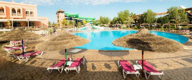 Zwembad en zonneterras van Hotel Aqua Fun Club Marrakech in Marrakech
