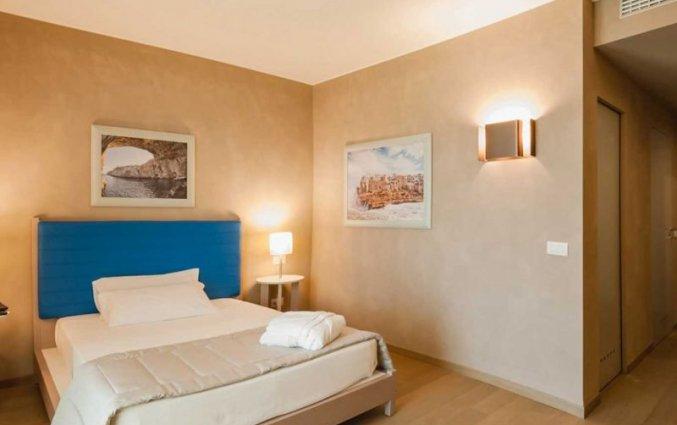 Tweepersoonskamer van Resort Spa Cala Ponte in Puglia