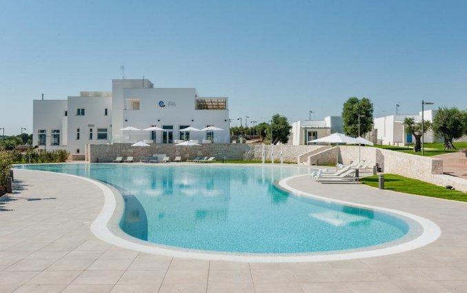 Buitenzwembad van Resort Spa Cala Ponte in Puglia