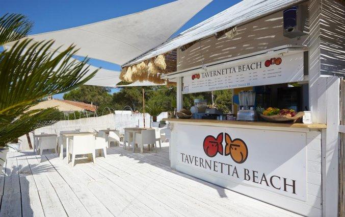 Strandbar van van Resindence Hotel Lu Nibareddu op Sardinië