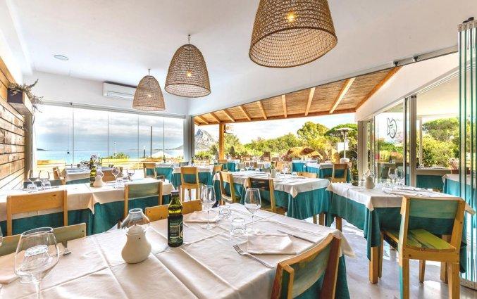Restaurant van Resindence Hotel Lu Nibareddu op Sardinië