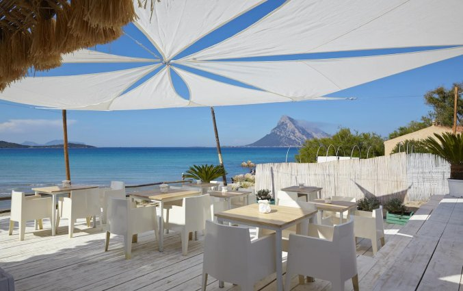 Terras van Residence Hotel Lu Nibareddu op Sardinie