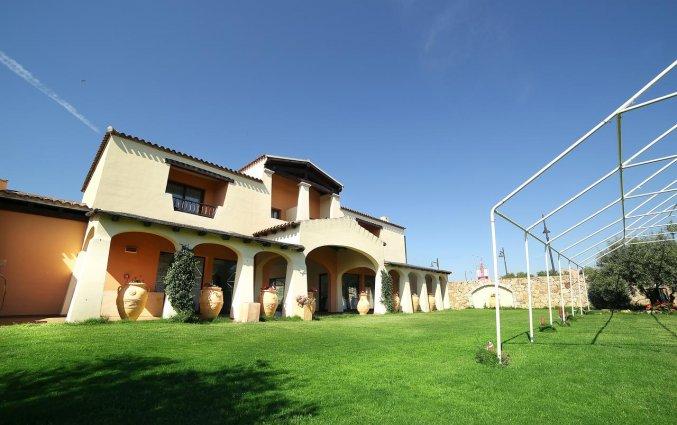 Groene tuin van hotel Speraesole fly & drive Sardinië