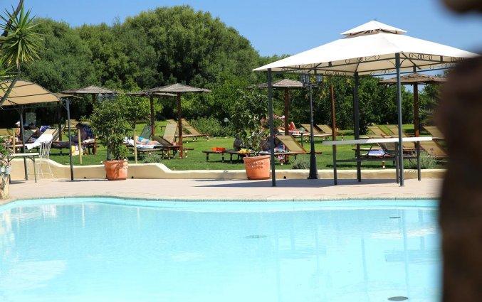 Tuin met groene omgeving van hotel Speraesole fly & drive Sardinië