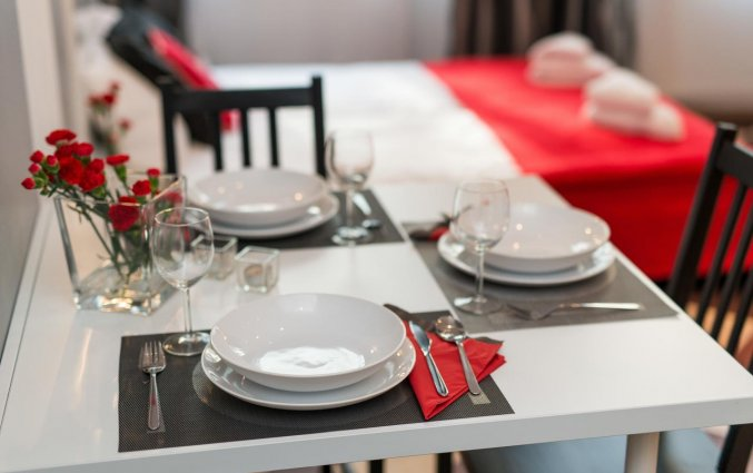 Eettafel van een appartement van appartementen Happy Tower Krakow in Krakau