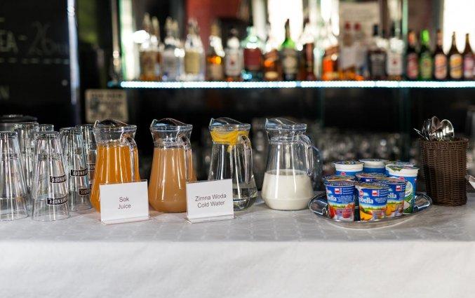 Ontbijtbuffet van appartementen Happy Tower Krakow in Krakau