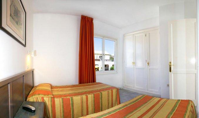 Slaapkamer van een appartement van Apartamentos Oasis THe Home Collection op Lanzarote
