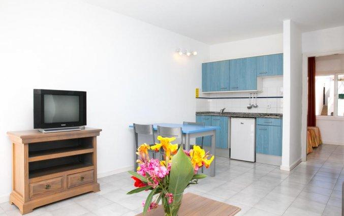 Woonkamer van een appartement van Apartamentos Oasis THe Home Collection op Lanzarote