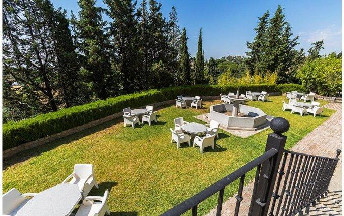 Terras van Hotel Abetos del Maestre Escuela in Andalusie