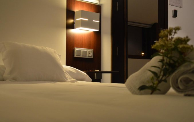 Tweepersoonsbed in een tweepersoonskamer van Hotel Rural Las Monteras Andalusië