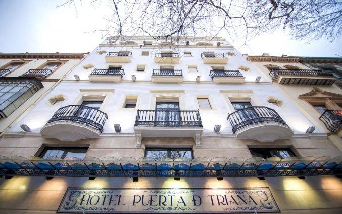 Buitenkant van Hotel Petit Palace Puerta de Triana in Sevilla