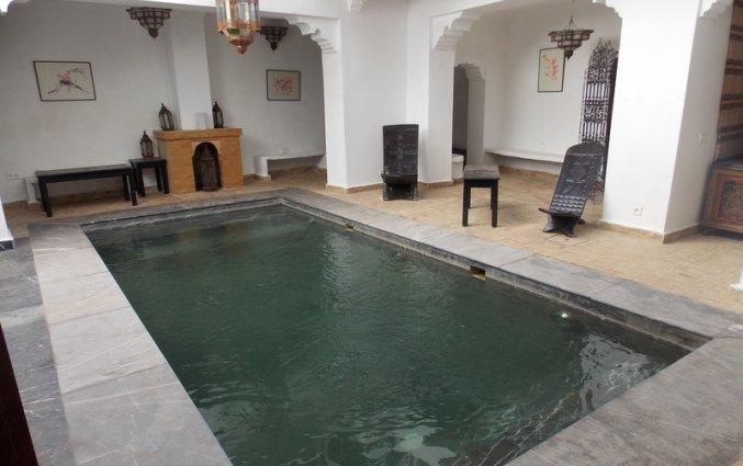 Het zwembad van Riad dar Bounouar Marrakech