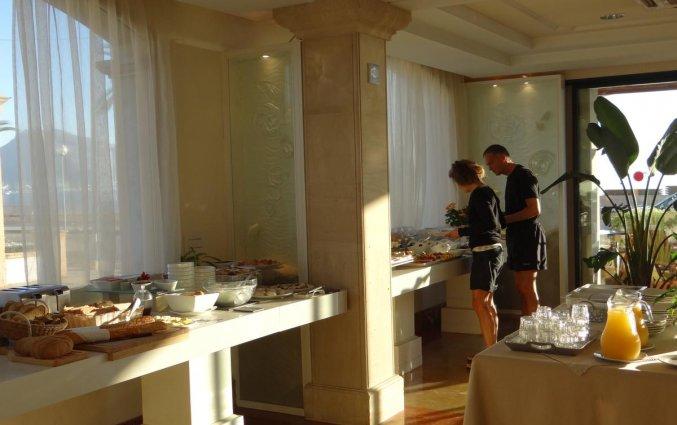 Restaurant met buffet van Aparthotel Galeon Suites op Mallorca