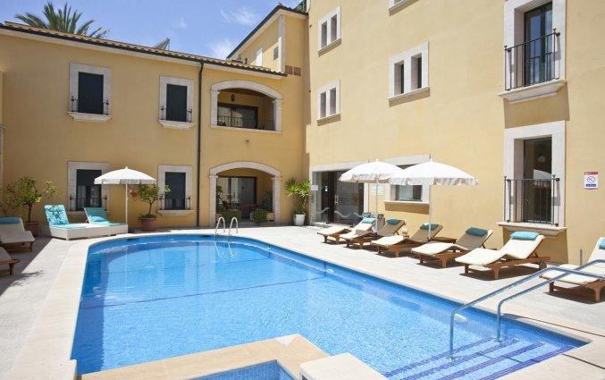 Buitenzwembad van Aparthotel Galeon Suites op Mallorca