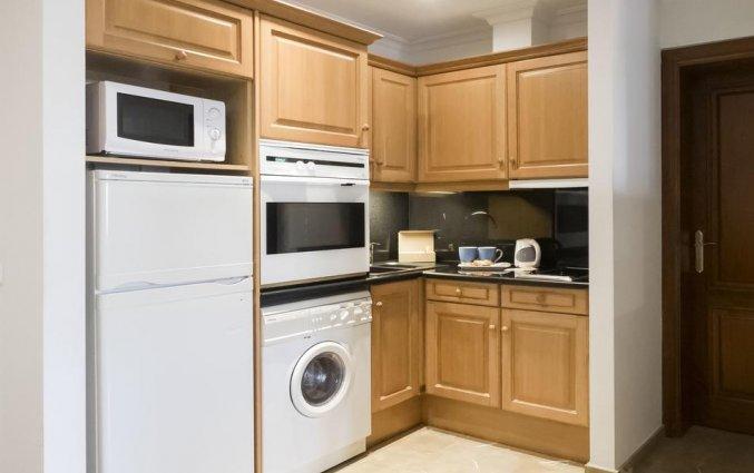 Keuken van een suite van Aparthotel Galeon Suites op Mallorca