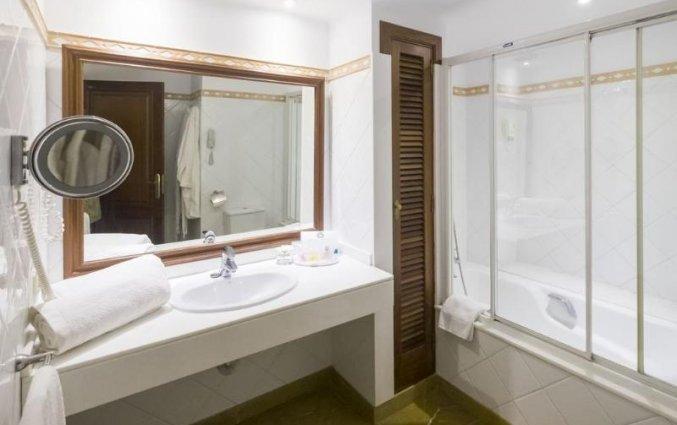 Badkamer van een suite van Aparthotel Galeon Suites op Mallorca
