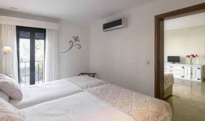 Slaapkamer van een suite van Aparthotel Galeon Suites op Mallorca