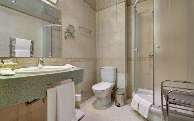Badkamer van een tweepersoonskamer van Hotel Assambleya Nikitskaya in Moskou