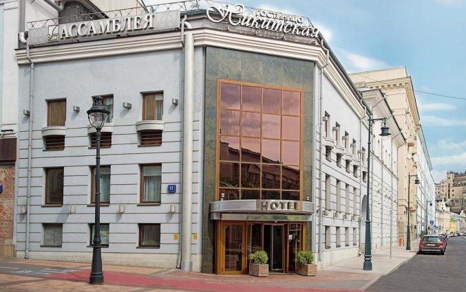 Gebouw van Hotel Assambleya Nikitskaya in Moskou