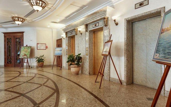 Liften van Hotel Garden Ring in Moskou