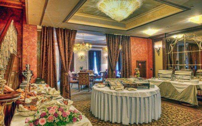 Buffet van Hotel Garden Ring in Moskou