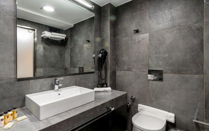 Badkamer van een tweepersoonskamer van Hotel 36O Degrees in Athene