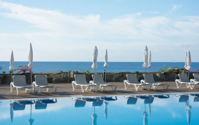 Buitenzwembad van Hotel Taurito Princess op Gran Canaria