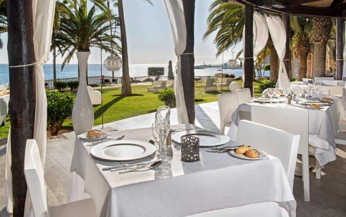Terras van Hotel Taurito Princess op Gran Canaria