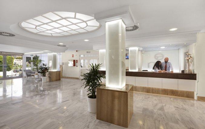 De receptie van Hotel AluaSun Continental Park Mallorca