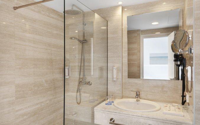 Een badkamer van Hotel AluaSun Continental Park Mallorca