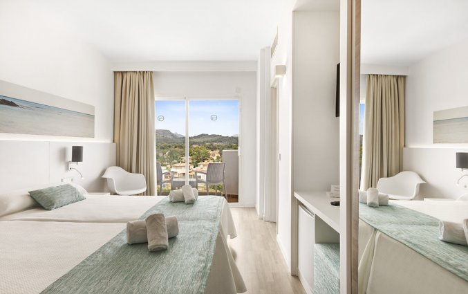 Een tweepersoonskamer van Hotel AluaSun Continental Park Mallorca