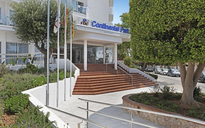 De entree van Hotel AluaSun Continental Park Mallorca